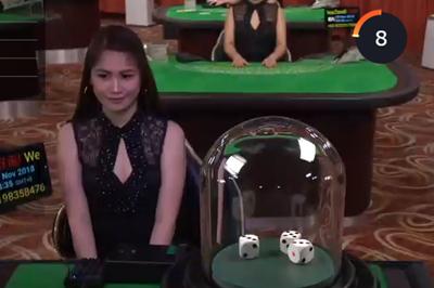 ライブカジノの美女10