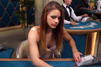 ライブカジノの美女7
